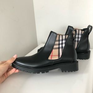 Burberry ankle leather chelsea boots block heel